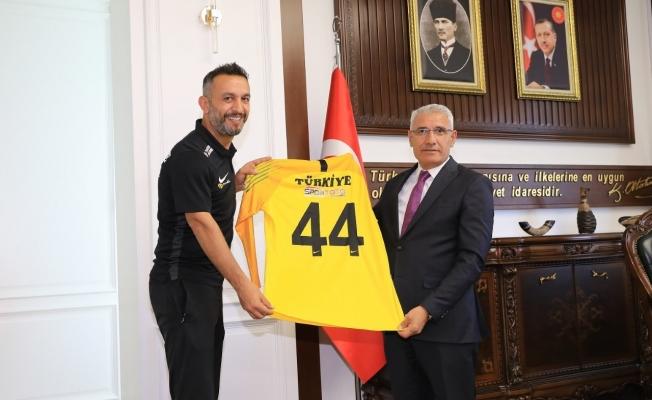 Güder Avrupa Şampiyonu Malatyalı futbolcuyu konuk etti!