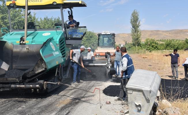 Kale'nin Kıyıcak Mahallesi'nde yollar asfaltlanıyor