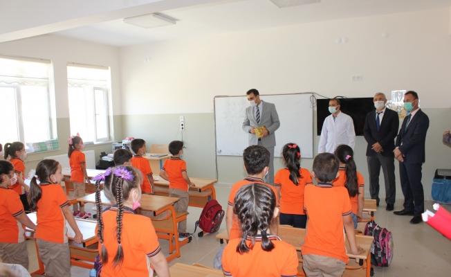 Kaymakam Türkoğlan'dan  okulda pandemi denetimi