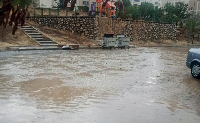 Malatya'da sağanak yağış etkili oldu! Yollar göle döndü!