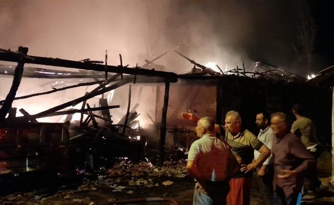 Yangında ev ve traktör zarar gördü