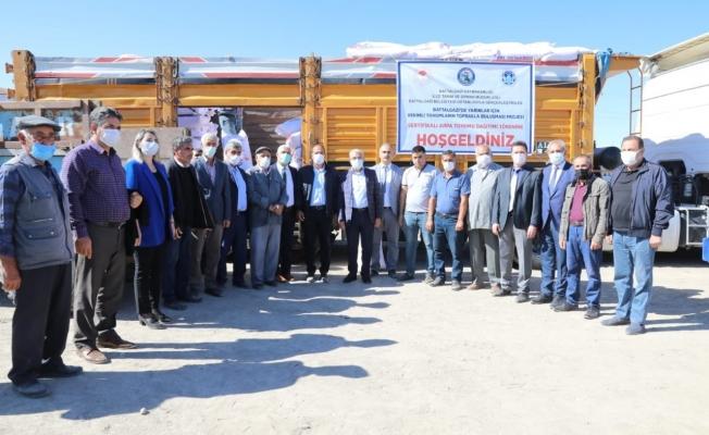Battalgazi'deki üreticilere sertifikalı arpa tohumu dağıtıldı