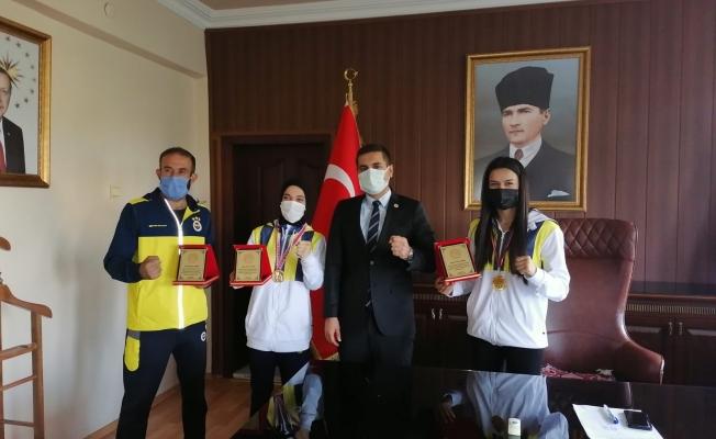 Kaymam Böçkün'den şampiyonlara plaket