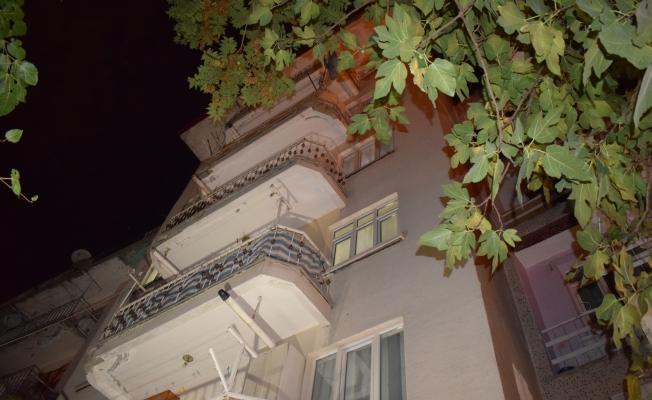 Malatya'da 4. kattan düşen genç hayatını kaybetti