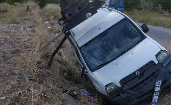 Sulama kanalına devrilen aracın sürücüsü hayatını kaybetti! 1 yaralı...