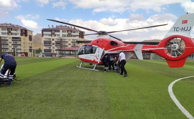 Yaralı gencin imdadına hava ambulansı yetişti