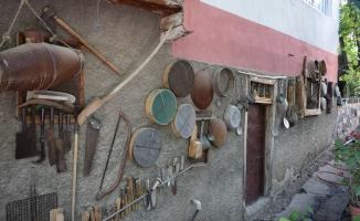 50 yıldır topladığı antika eşyalarla evini müzeye çevirdi