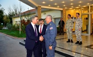 Malatya Valisi Baruş, 7. Ana Jet Üs Komutanlığını ziyaret etti