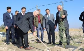 'Geleceğe nefes ol' kampanyası kapsamında Battalgazi Belediyesinden bin fidan...