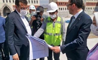 Bakan Kasapoğlu, öğrenci yurdu inşaatını inceledi