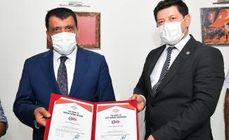 Covid-19'a karşı ilk güvenli hizmet belgesi Malatya'ya verildi