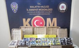 Malatya'da kaçak sigara kağıdı ve güneş gözlüğü ele geçirildi