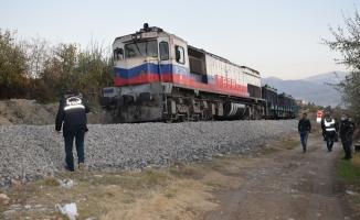 Malatya'da tren faciası! Rayların üzerinde emekleyen yaşlı kadına çarptı!