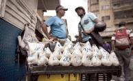 Venezuella'da ekonomik kriz takas usulünü beraberinde getirdi