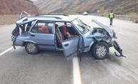 Otomobil bariyerlere çarptı: 6 yaralı!