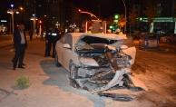 2 otomobil çarpıştı: 4 kişi yaralandı!