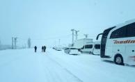 Uçuşlar iptal edildi, şehirlerarası yollar ulaşıma kapandı