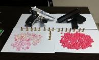 Uyuşturucu hap ve tabanca ele geçirildi: 4 kişi gözaltına alındı!