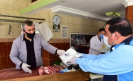 Malatya'da esnaflara maske dağıtıldı