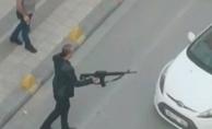 Silahla rastgele ateş açtı, polis faciayı önledi