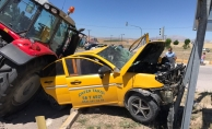 Korkunç kaza! 10 ton buğday Malatya - Sivas yolunu kapattı!