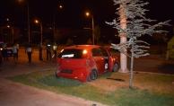Çöşnük Kavşağı'nda kaza! İki otomobil çarpıştı: 2 yaralı!