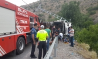 İplik yüklü kamyon devrildi! Sürücü araç içerisine sıkıştı!