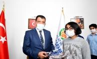 Gürkan'dan başarılı öğrencilere hediye