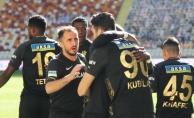 Yeni Malatyaspor kendi sahasında 3 puanı kaptı: 2-0
