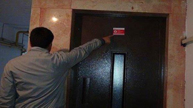 Kırmızı etiketli asansörler tehlike saçıyor!