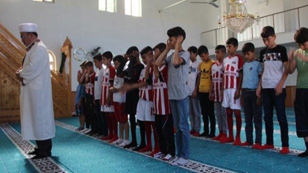 Cami imamı futbol takımı kurdu!