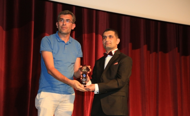 """""""Yılın En İyi Sabah Programı"""" ve """"Yılın En İyi Siyaset Programı"""" ödülü ERTV'ye verildi"""