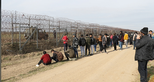 Hain saldırının ardından mülteciler sınır kapılarına akın ediyor!