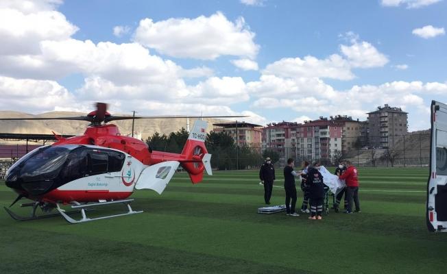 Darende'de çapa motoru devrildi! Ambulans helikopter havalandı!