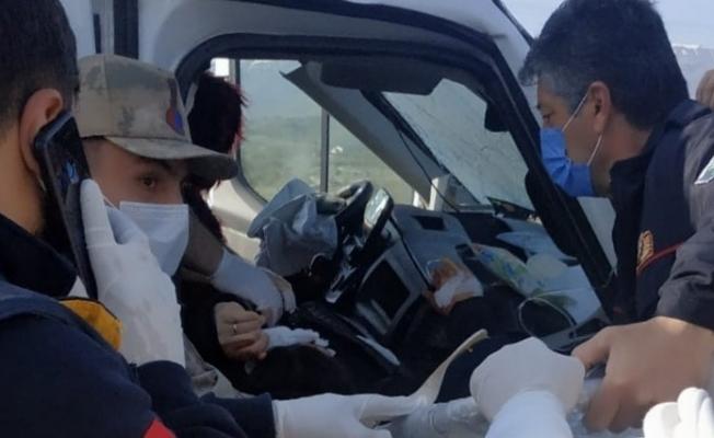 Malatya'da kaza! Minibüs bariyerlere çarptı: 6 yaralı
