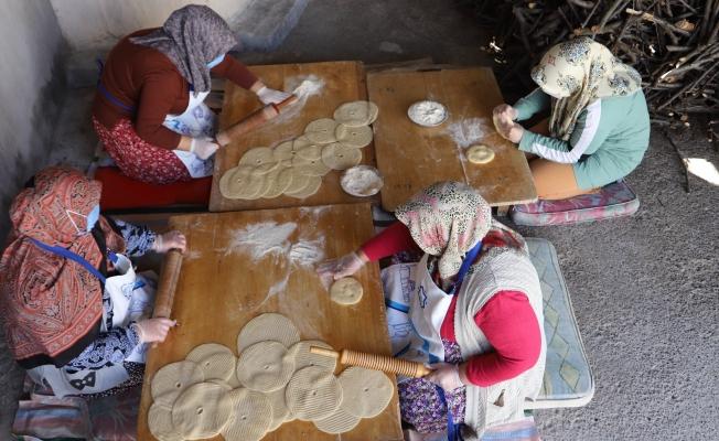 Tandır fırında pişirilen bilik ekmeği kadınların elinde yeniden hayat buldu
