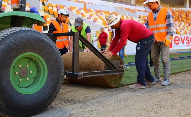 Yeni Malatya Stadyumu'nda çim serimi başladı