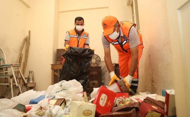 Battalgazi'de çöp ev temizlendi, evden iki kamyon çöp toplandı