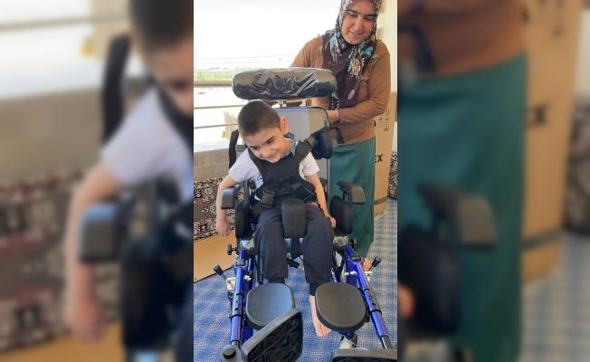 Bedensel engelli Yusuf'un tekerlekli sandalye sevinci