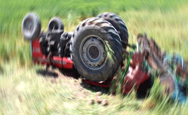 Feci ölüm! Devrilen traktörün sürücüsü hayatını kaybetti!