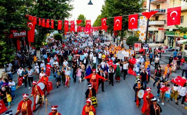 Kayısı Festivali'nde kortej yürüyüşüne yoğun ilgi