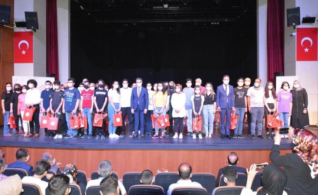 LGS'de ilk 100'e giren öğrenciler ödüllendirildi