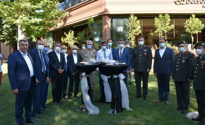 Malatya'da resmi bayramlaşma töreni gerçekleştirildi