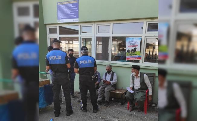 Polis ekiplerinden kurban pazarında sahte para uyarısı