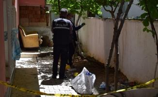 Malatya'da terastan düşen kadın ağır yaralandı
