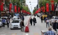 Kısıtlama bitti, vatandaşlar sokaklara akın etti!