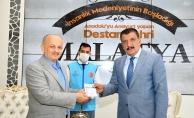 Başkan Gürkan, kurbanını Diyanet Vakfı'na bağışladı