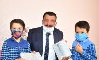 Gürkan'dan öğrencilere tablet sürprizi