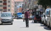 Sokak sokak geziyor, çalınan aracını arıyor...